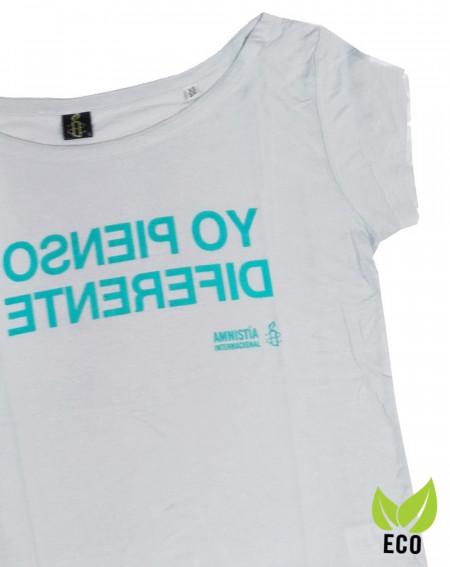Camiseta solidaria con mensaje Yo pienso diferente Amnistía Internacional