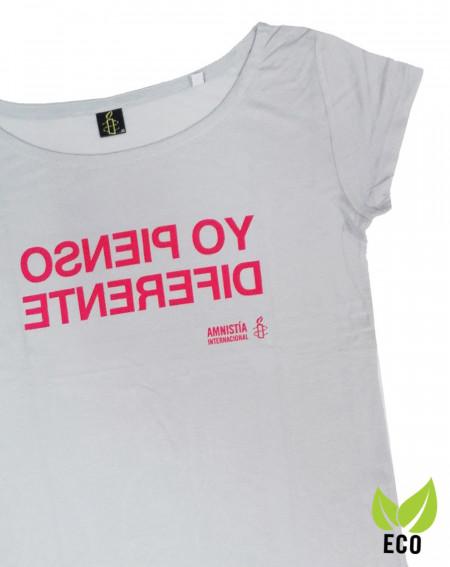 Camiseta solidaria con mensaje Yo pienso diferente Amnistía Internacional. Algodón orgánico